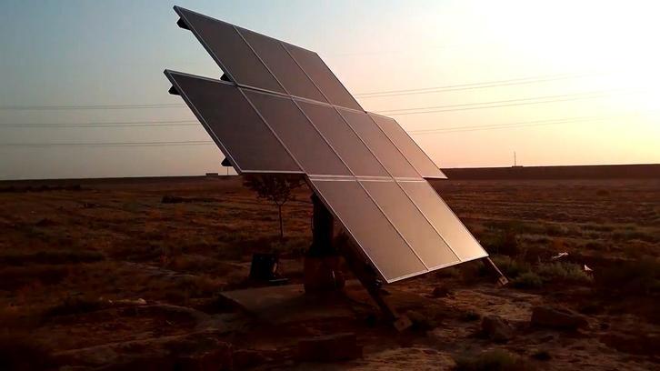 Deep well solar power water pump system